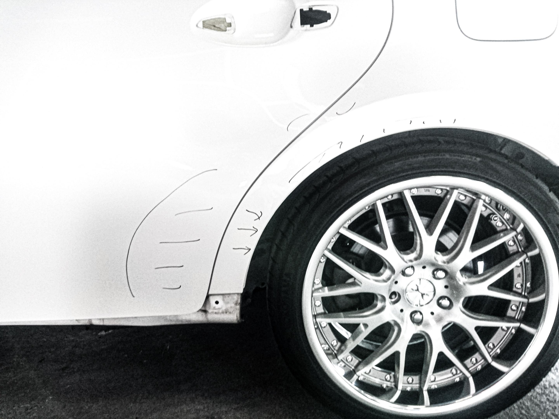 タイヤの艶だしによる塗装被害
